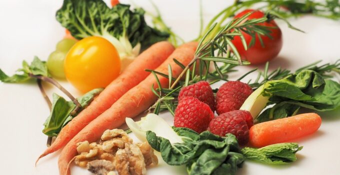 diet myths and facts about healthy food and snacks